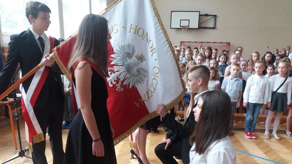 Uroczyste zakończenie roku szkolnego: wręczenie nagród oraz pożegnanie absolwentów kl. VIII i III gimnazjum.